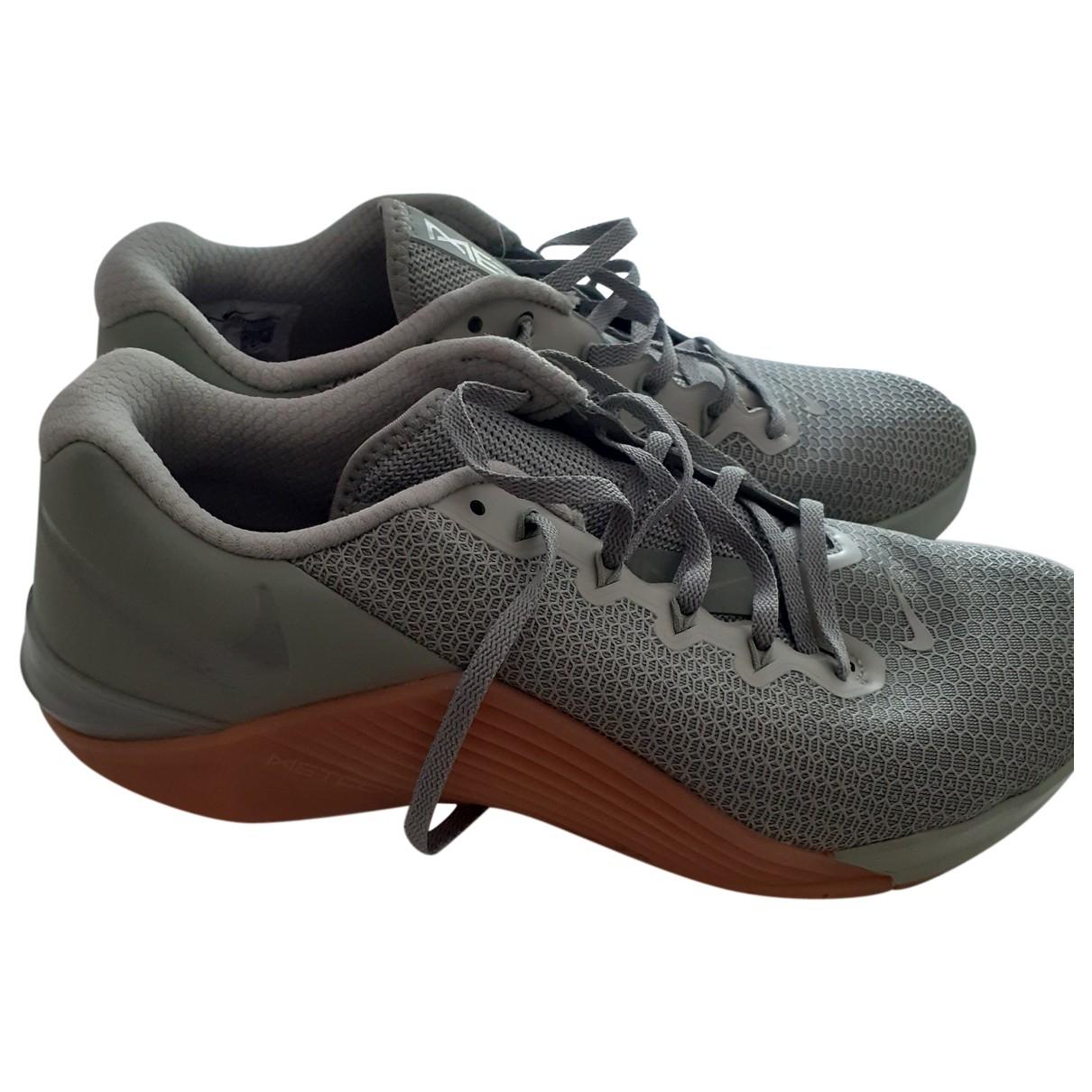 Nike \N Khaki Cloth Trainers for Men 8.5 UK