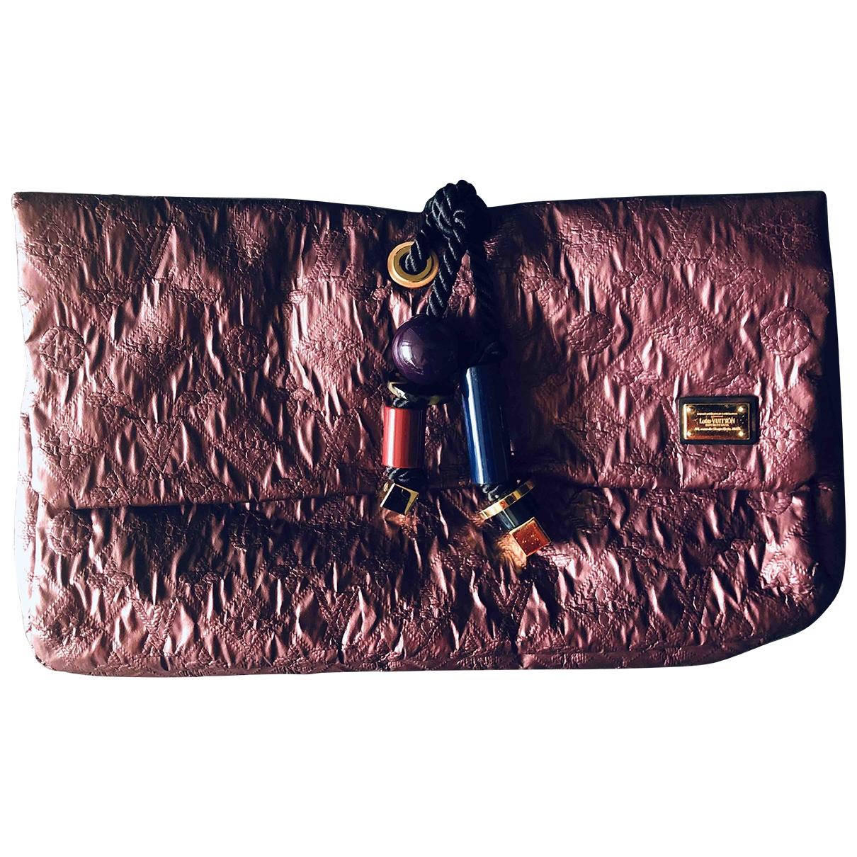 Louis Vuitton \N Metallic Cloth Clutch bag for Women \N