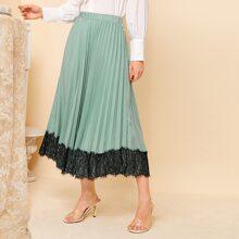 Contrast Lace Hem Pleated Skirt