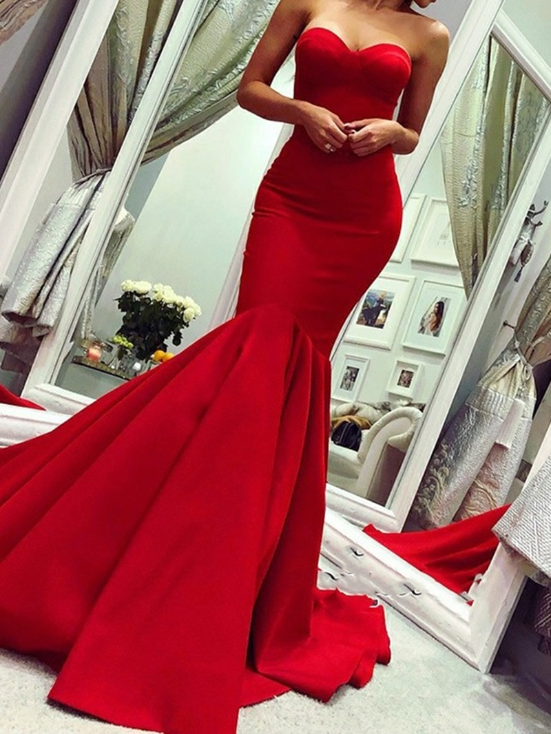 Sweetheart Chapel Train Floor-Length Sleeveless Evening Dress