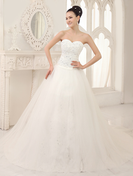 Milanoo Classic A-line Chapel Train Ivory Lace Wedding Dress For Bride with Sweetheart Neck Tulle