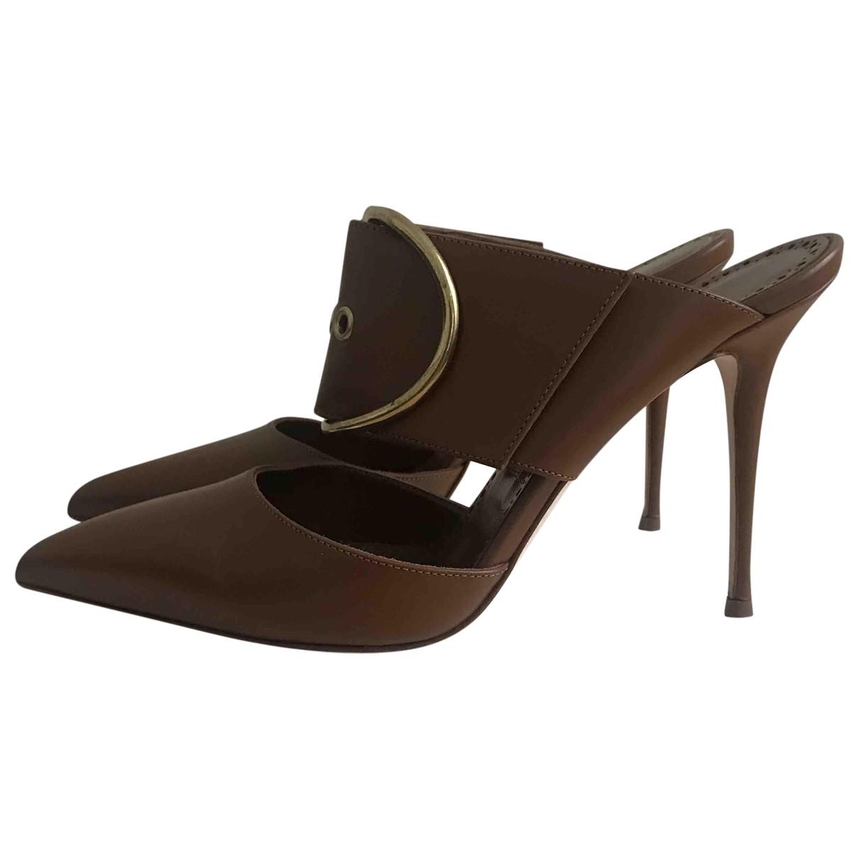Manolo Blahnik \N Brown Leather Sandals for Women 37 EU