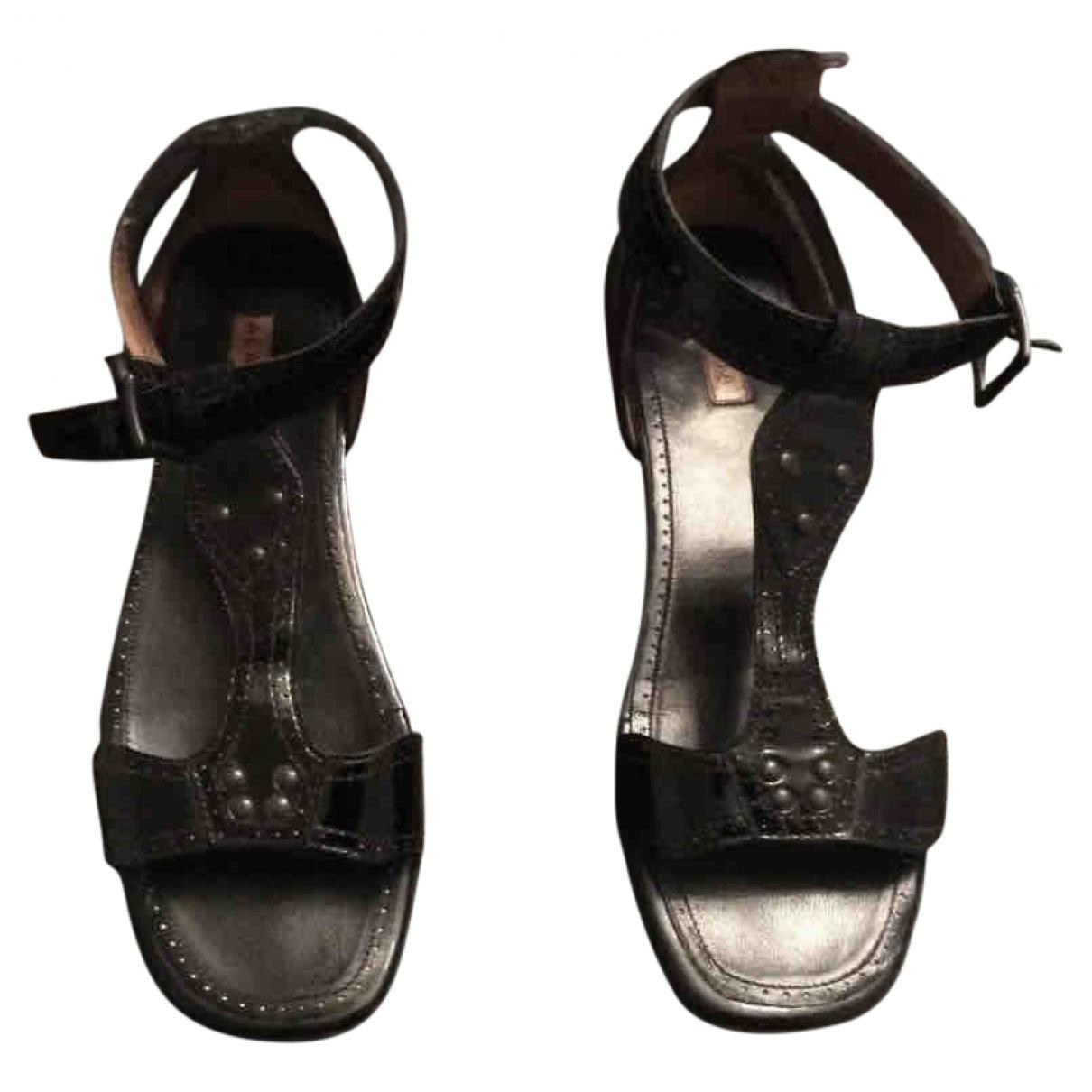 Alaïa \N Black Leather Sandals for Women 37.5 EU