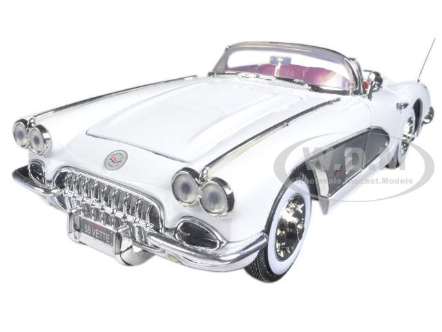 1958 Chevrolet Corvette White Timeless Classics 1/18 Diecast Model Car by Motormax