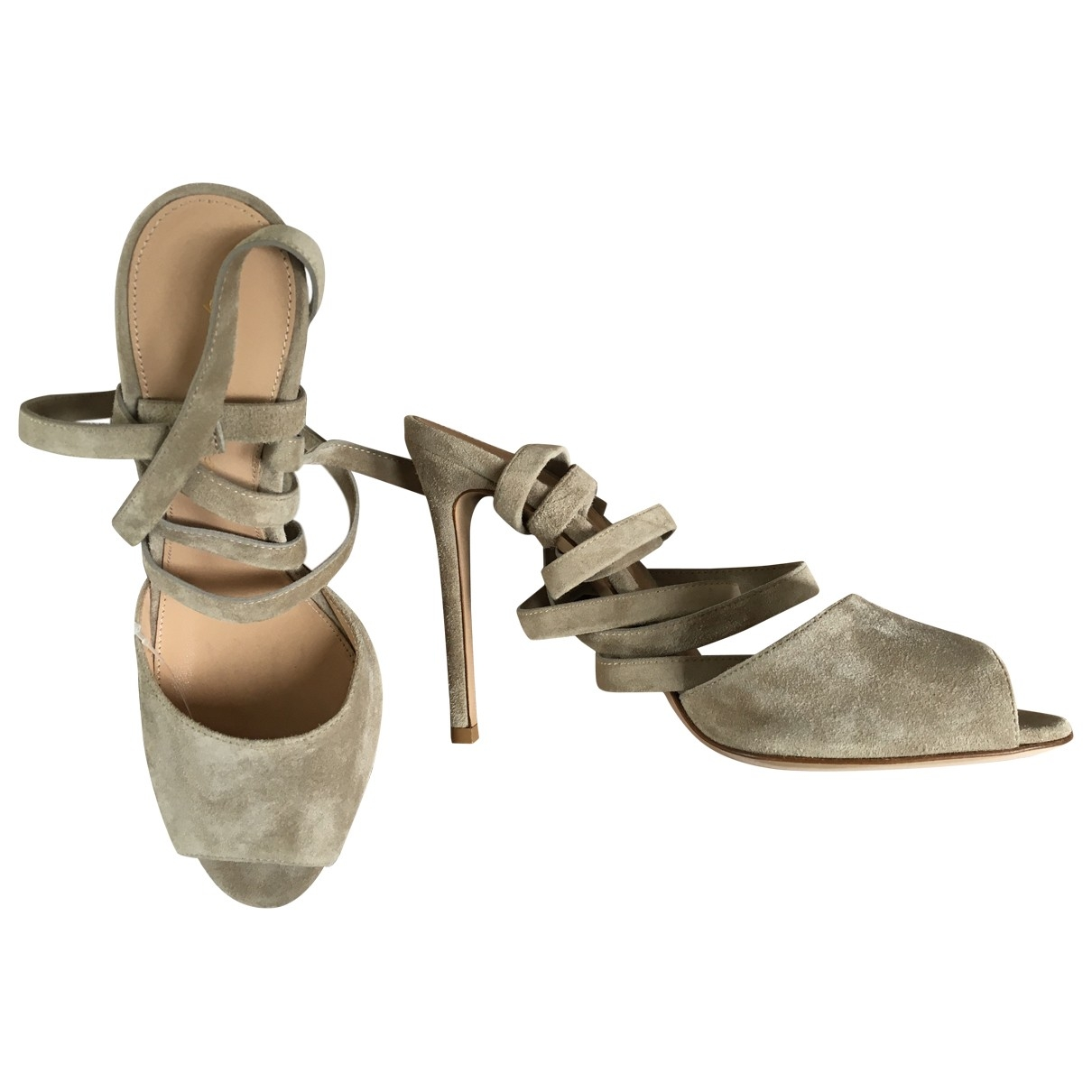 Gianvito Rossi \N Beige Suede Heels for Women 37 EU