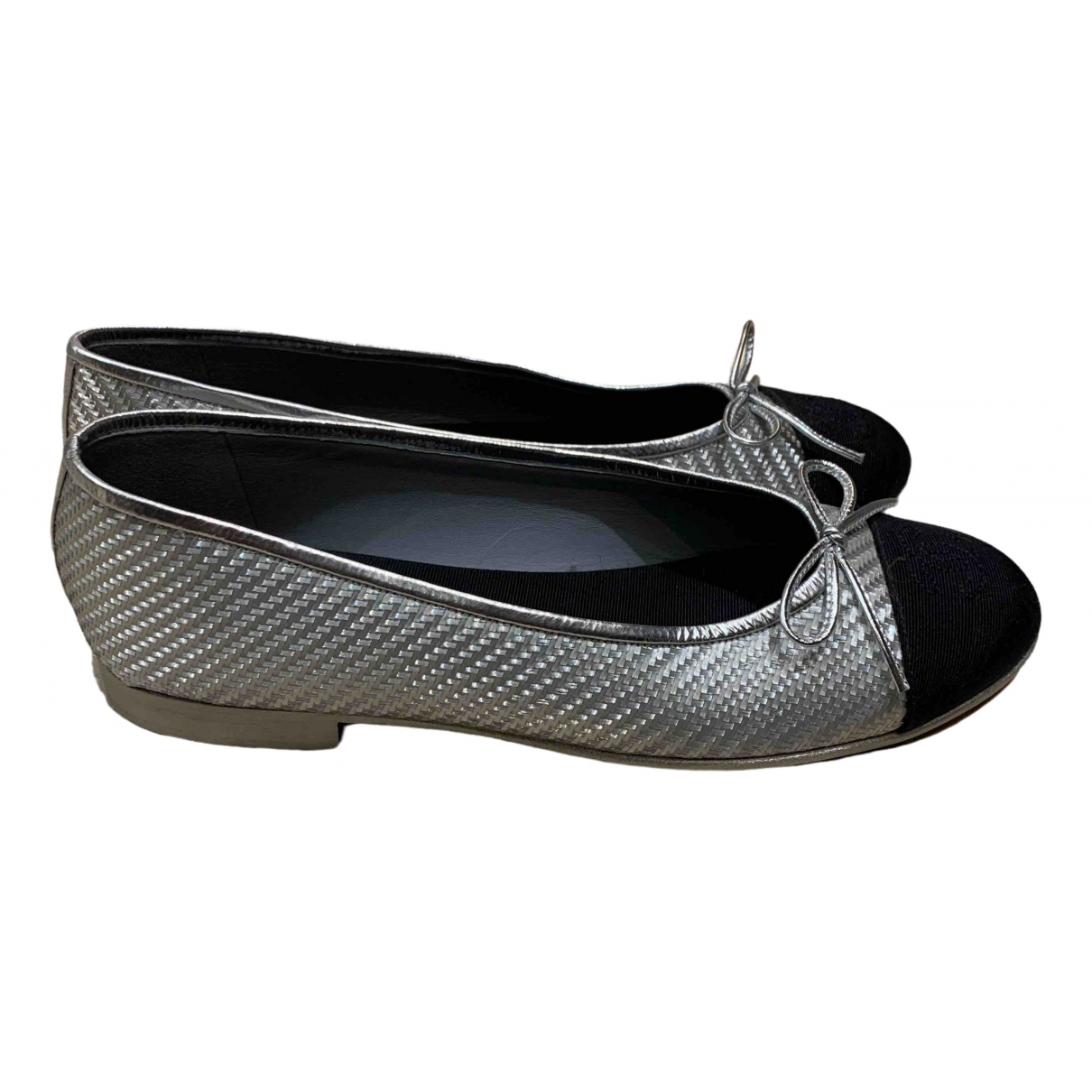 Chanel \N Silver Leather Ballet flats for Women 39 IT