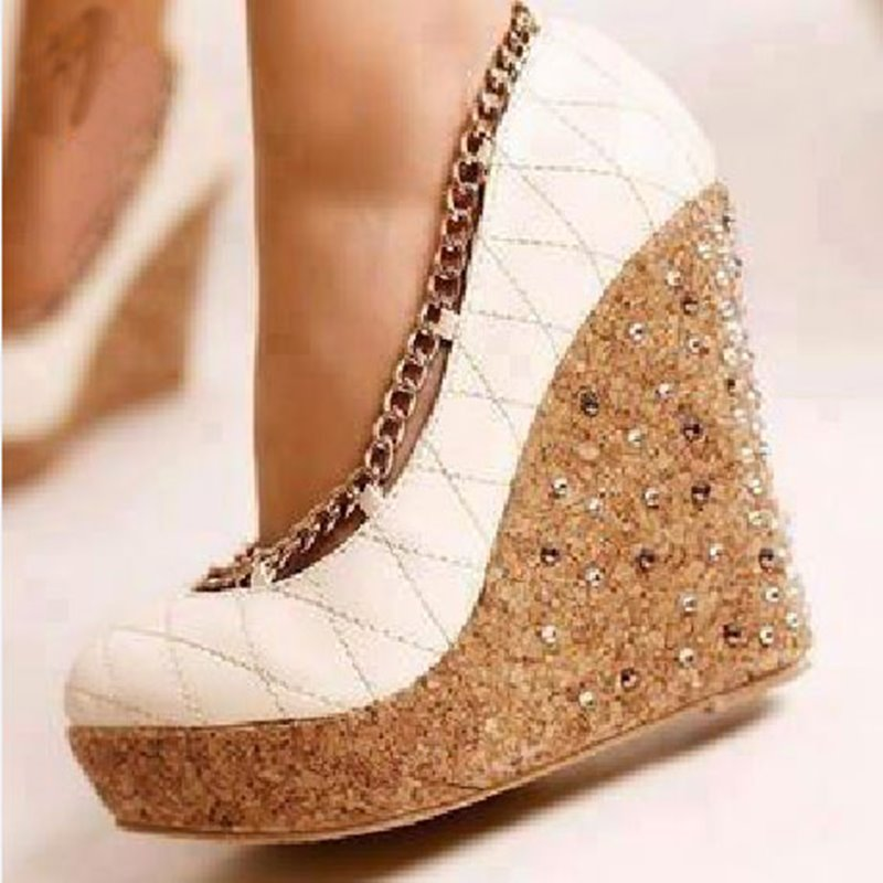 Shapely Coppy Leather Metal Chain Wedges