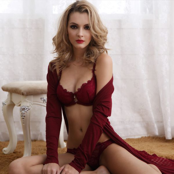 Flexible Front Cup Link Design With Floral Pattern Bra Underwear Sets