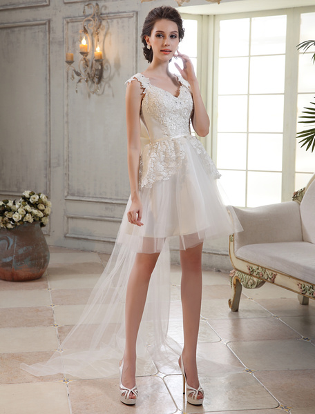 Milanoo Chic Ivory Lace V-Neck Sleeveless A-line Tulle Bridal Wedding Gown