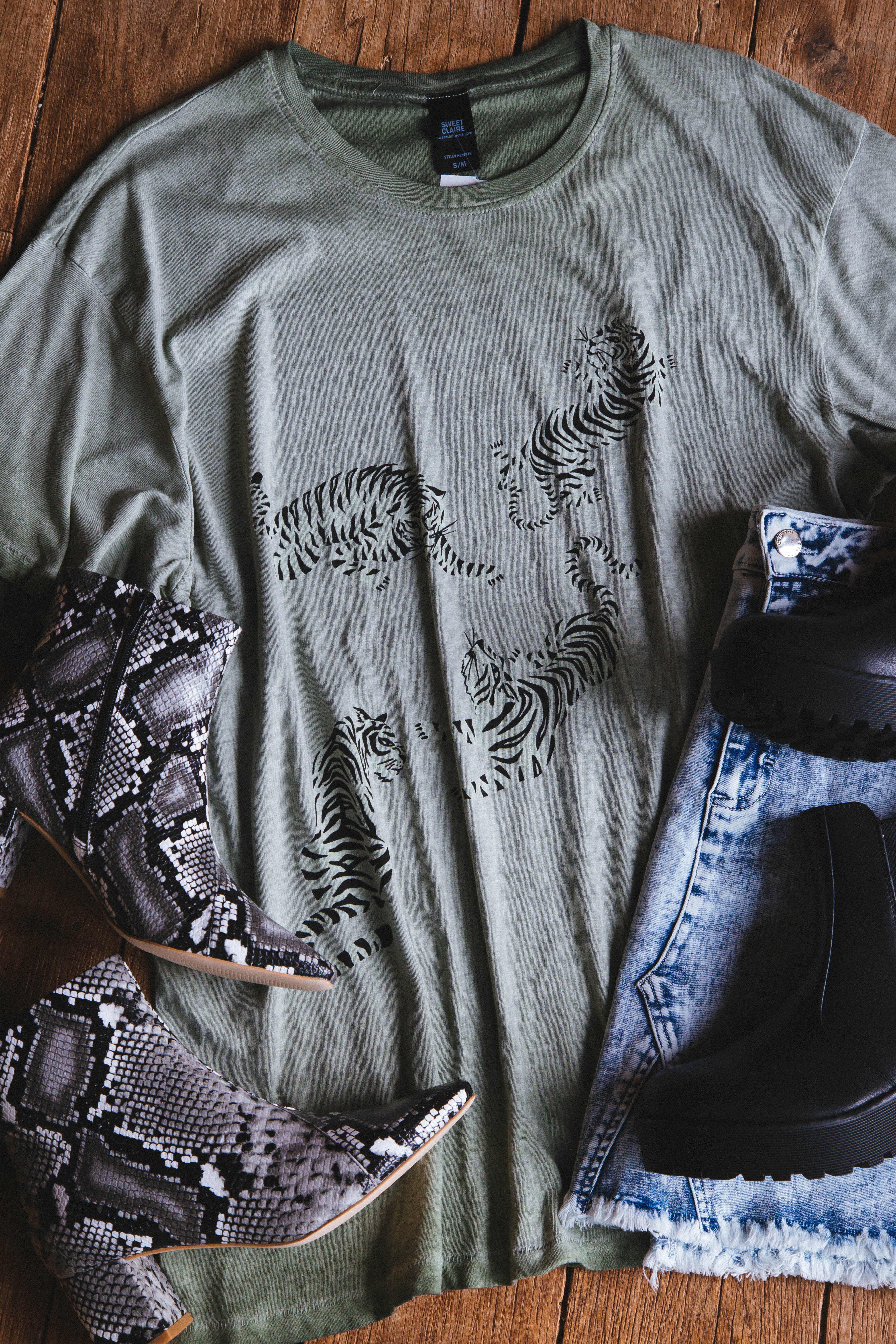 Tiger Oil Washed Oversized Graphic Tee Sage
