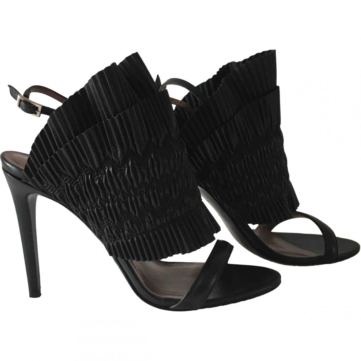 Tabitha Simmons \N Black Leather Sandals for Women 39 EU
