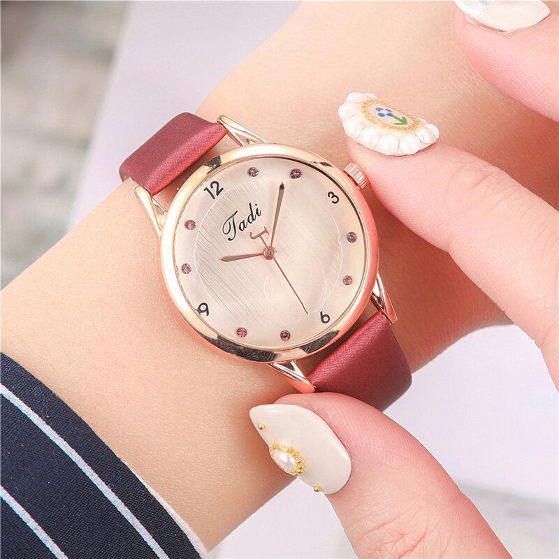 Fashion Elegant Women Watches Leather Band Heart Pattern Dial Design Quartz Watch