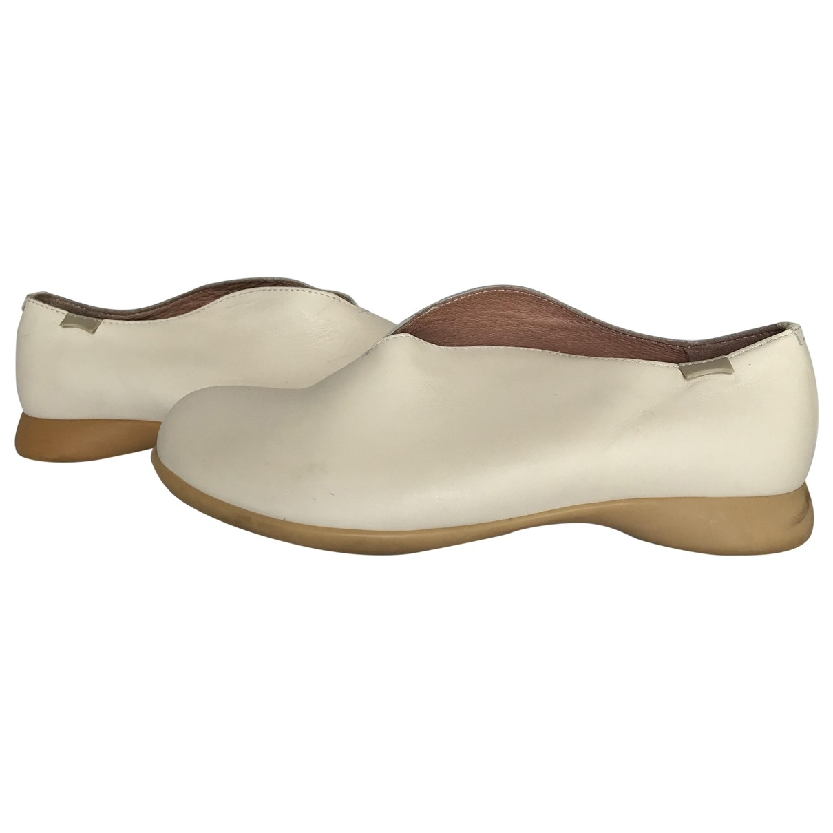 Camper \N White Leather Ballet flats for Women 38 EU