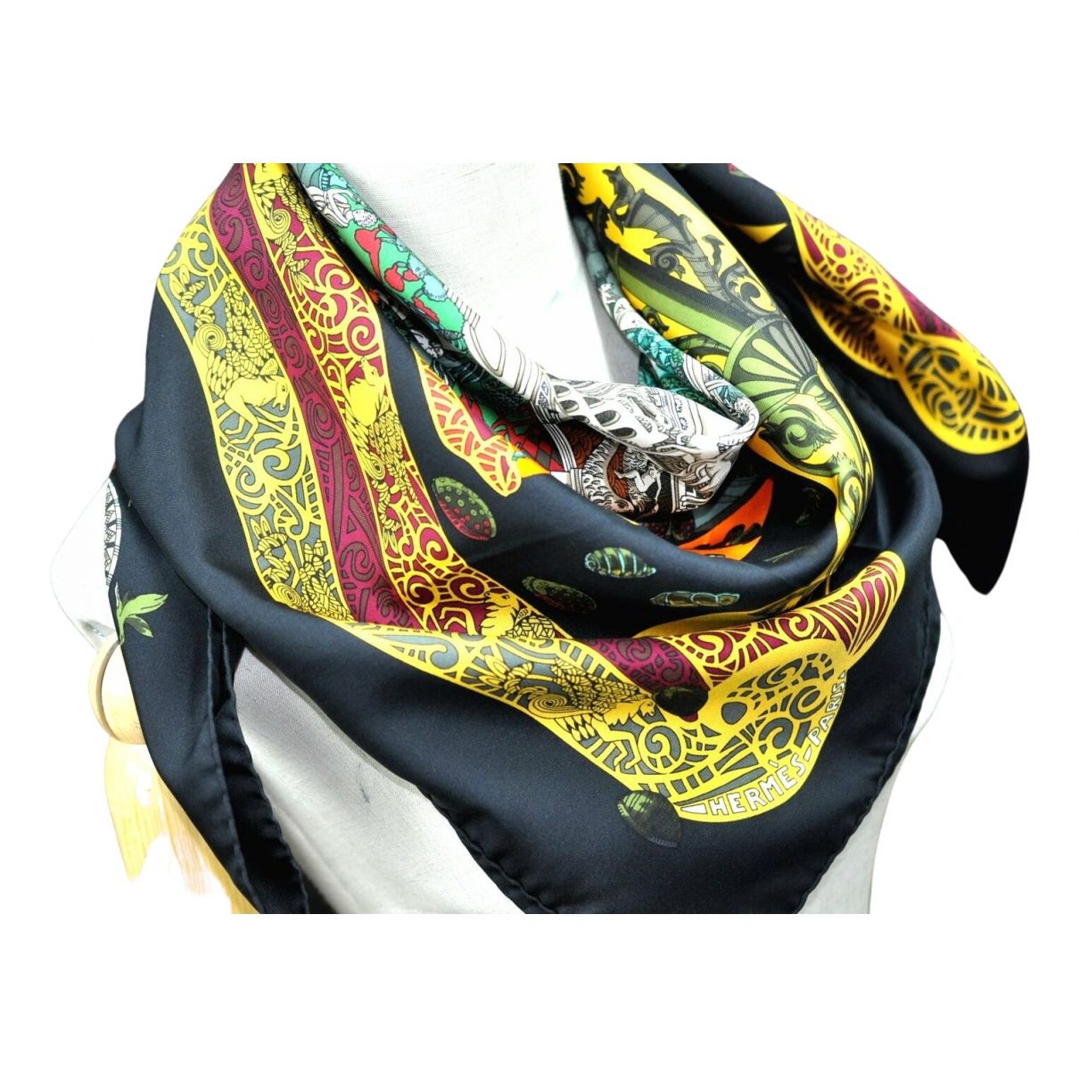 Hermès \N Black Silk scarf for Women \N