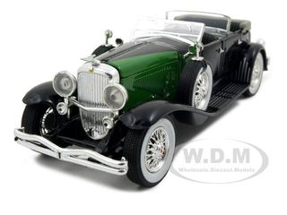 1934 Duesenberg Convertible Black and Green 1/32 Diecast Model Car by Signature Models