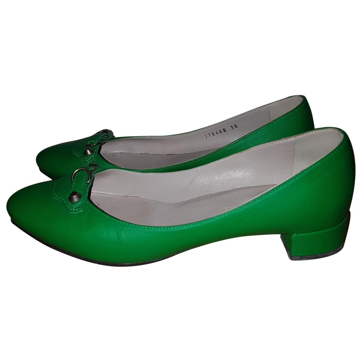 Balenciaga \N Green Leather Ballet flats for Women 38 EU