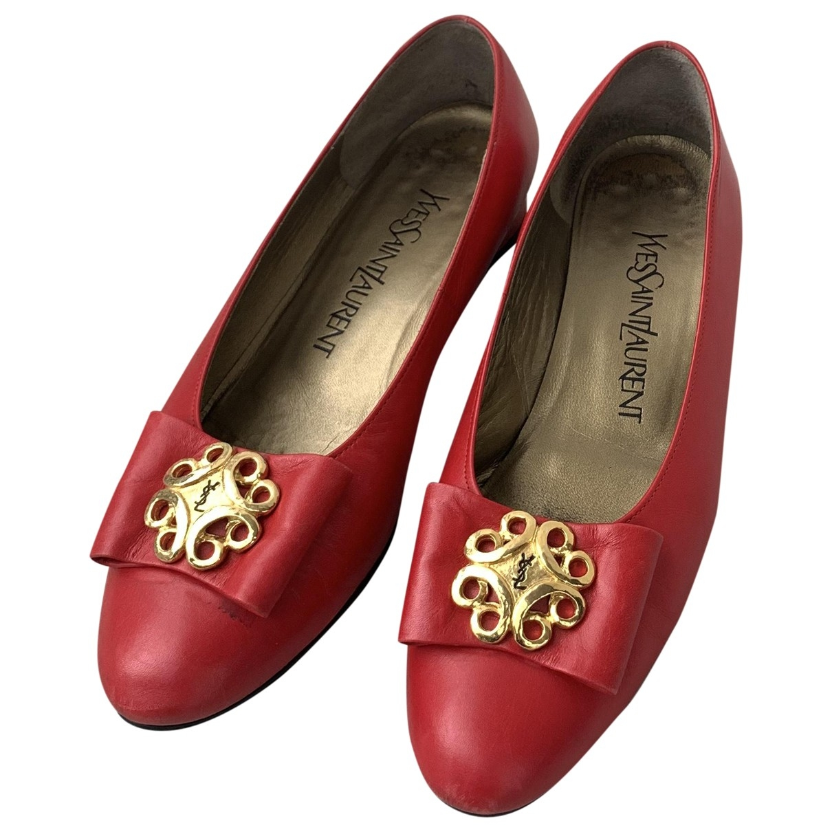 Yves Saint Laurent \N Red Leather Flats for Women 35 EU