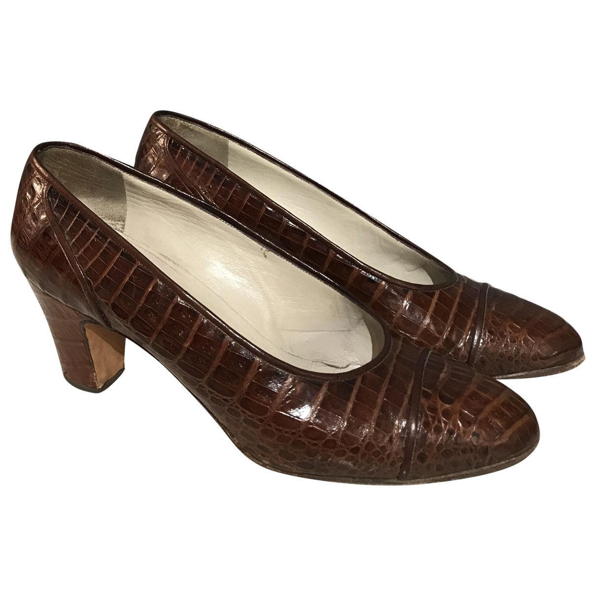 Chanel \N Gold Crocodile Heels for Women 36.5 EU
