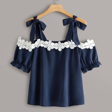 Plus Contrast Lace Detail Puff Sleeve Top