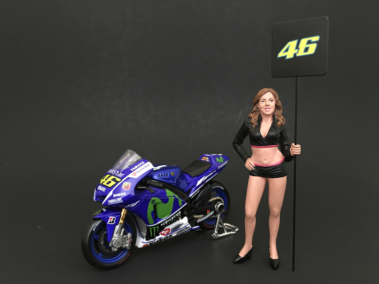 Paddock Girl Figure For 118 Scale Models by American Diorama
