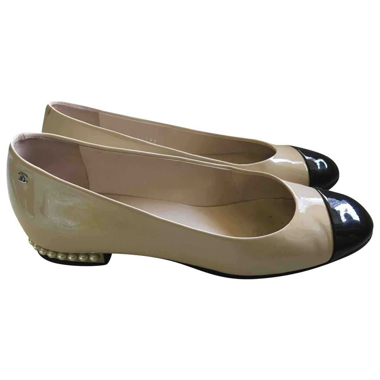 Chanel \N Ecru Patent leather Ballet flats for Women 36 EU