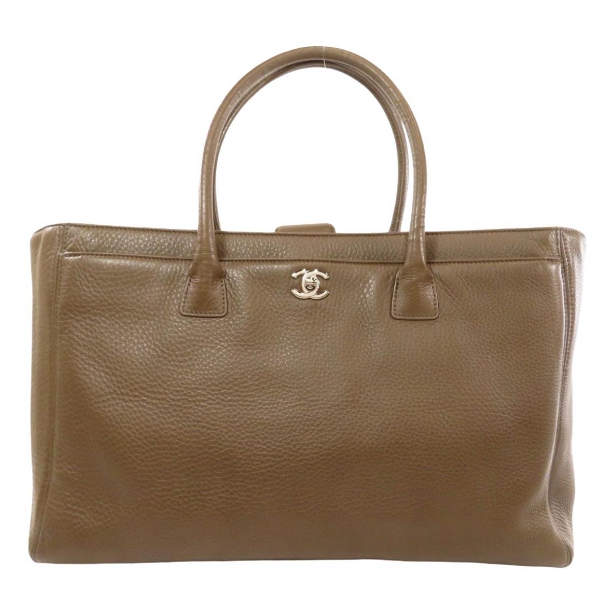 Chanel Executive Brown Leather handbag for Women \N