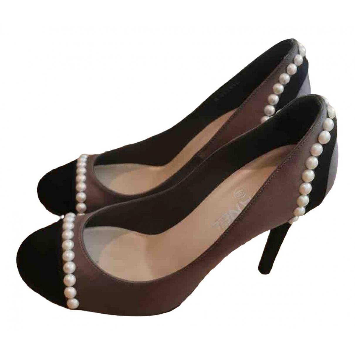 Chanel \N Grey Cloth Heels for Women 38 EU