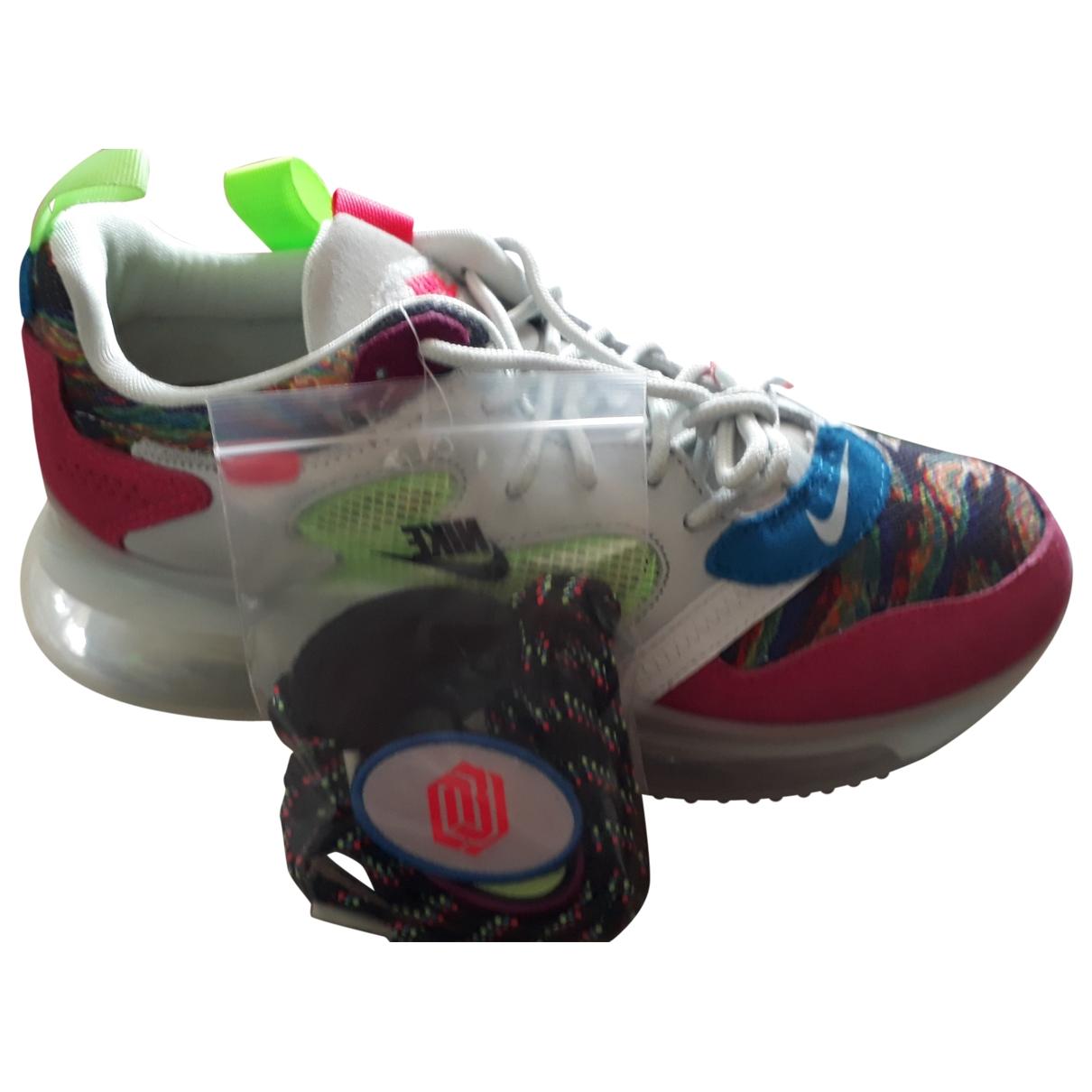 Nike Air Max 720 Sneakers in  Bunt Leinen